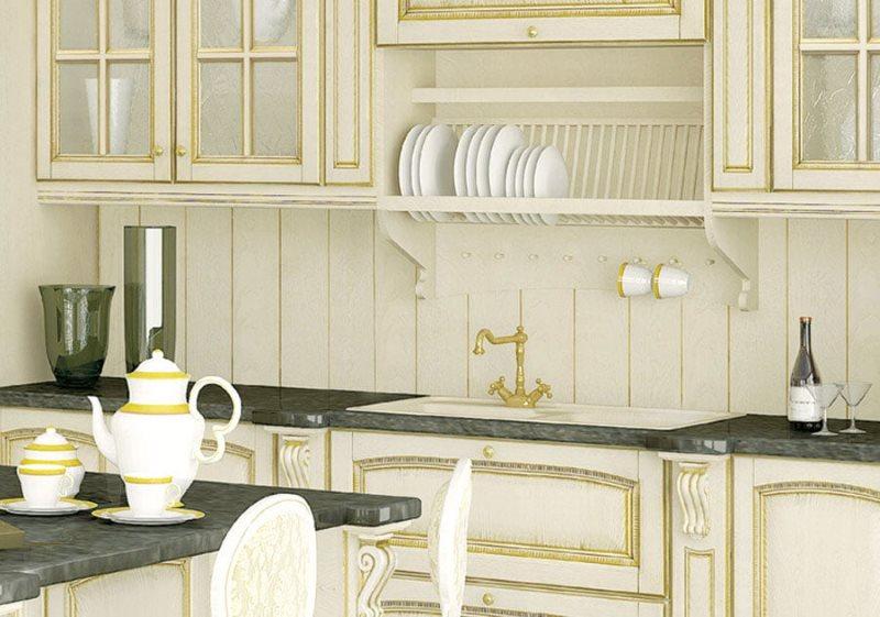 Отделка панелями фартука в кухне классического стиля оформления