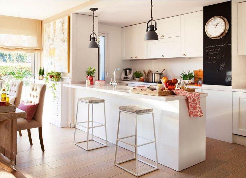 Рабочая зона просторной кухни-гостиной