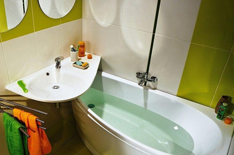 Компактное размещение ванны и умывальника в маленьком санузле