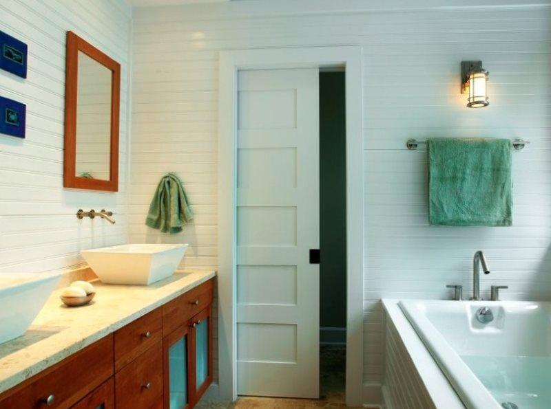 Рамочная раздвижная дверь в ванной частного дома