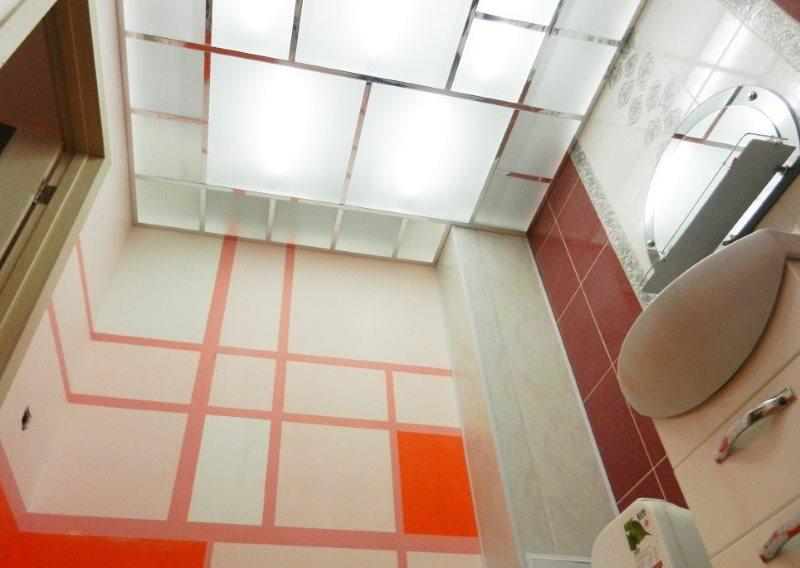 Рассеянный свет в ванной с акриловым потолком