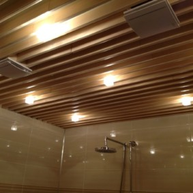 Дизайнерский подвесной потолок реечного типа