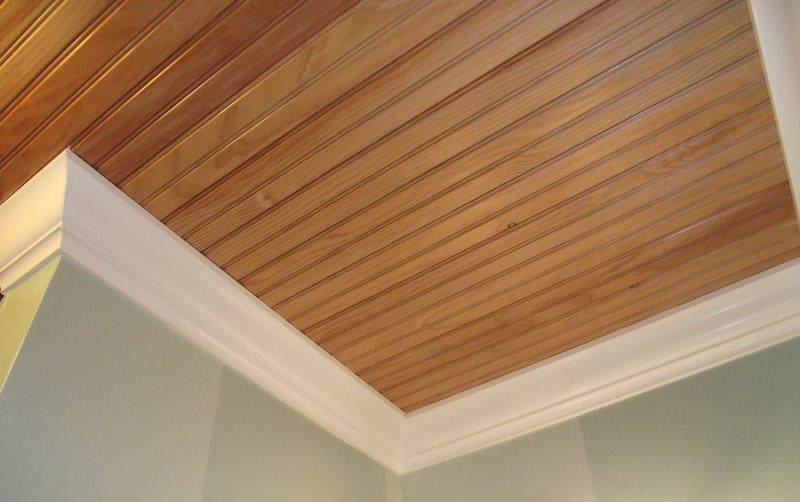 Реечный потолок под дерево в совмещенном санузле