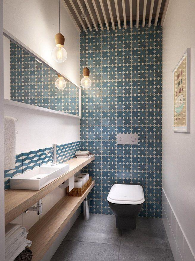 Серая керамическая плитка на полу туалета