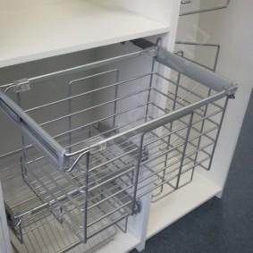 шкаф пенал с бельевой корзиной для ванной фото оформления