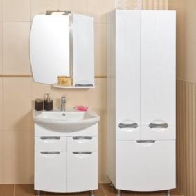 шкаф пенал с бельевой корзиной для ванной комнаты