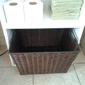 шкаф пенал с бельевой корзиной для ванной оформление фото