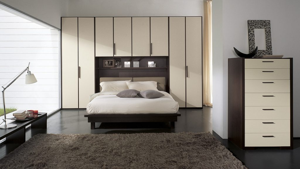 шкаф над кроватью в спальне идеи дизайн