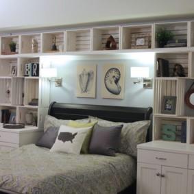 шкафы над кроватью в спальне варианты