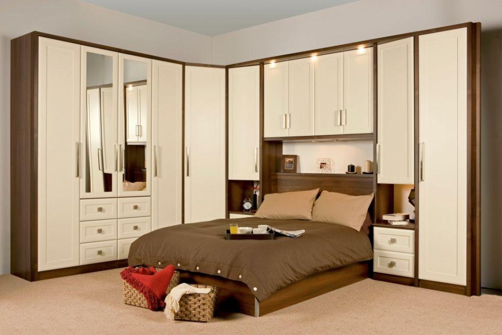 шкаф над кроватью в спальне виды идеи