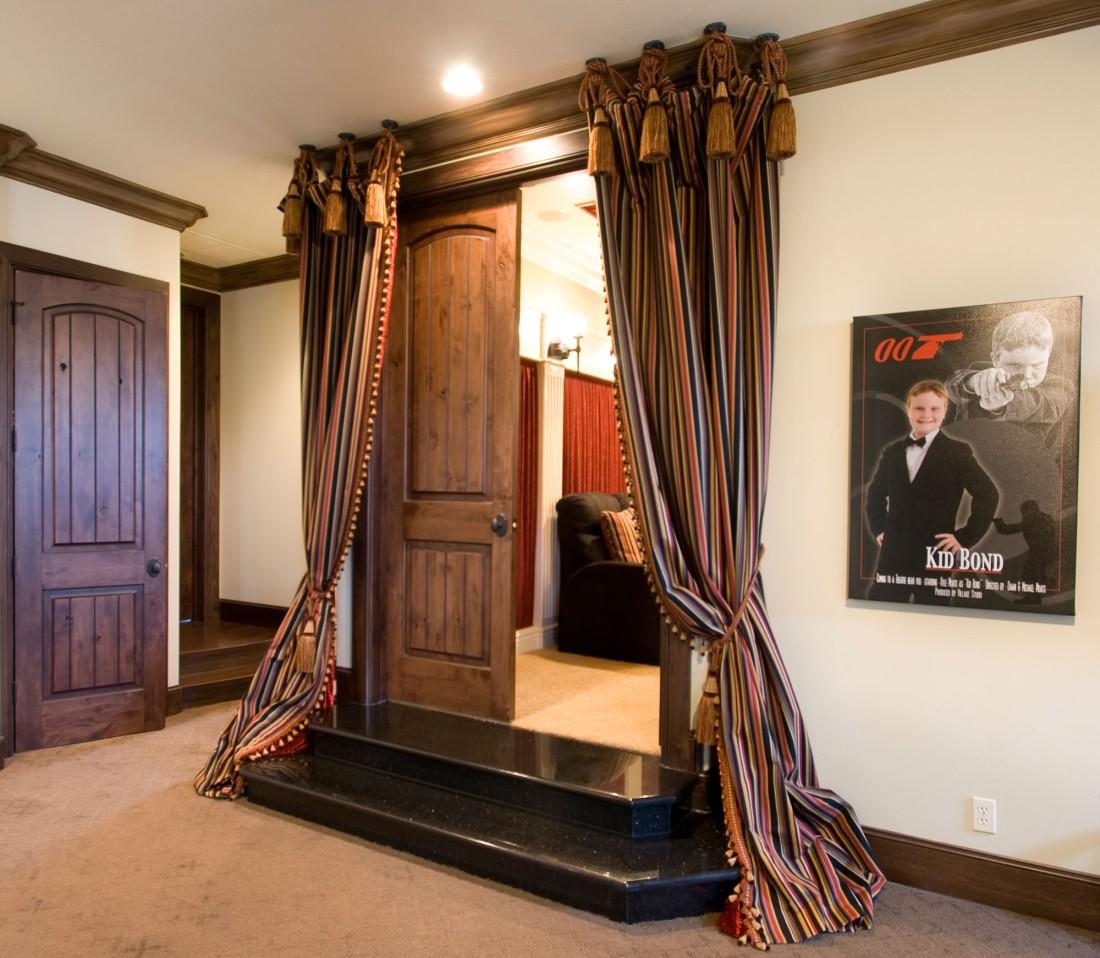 шторы в прихожей в частном доме фото интерьера