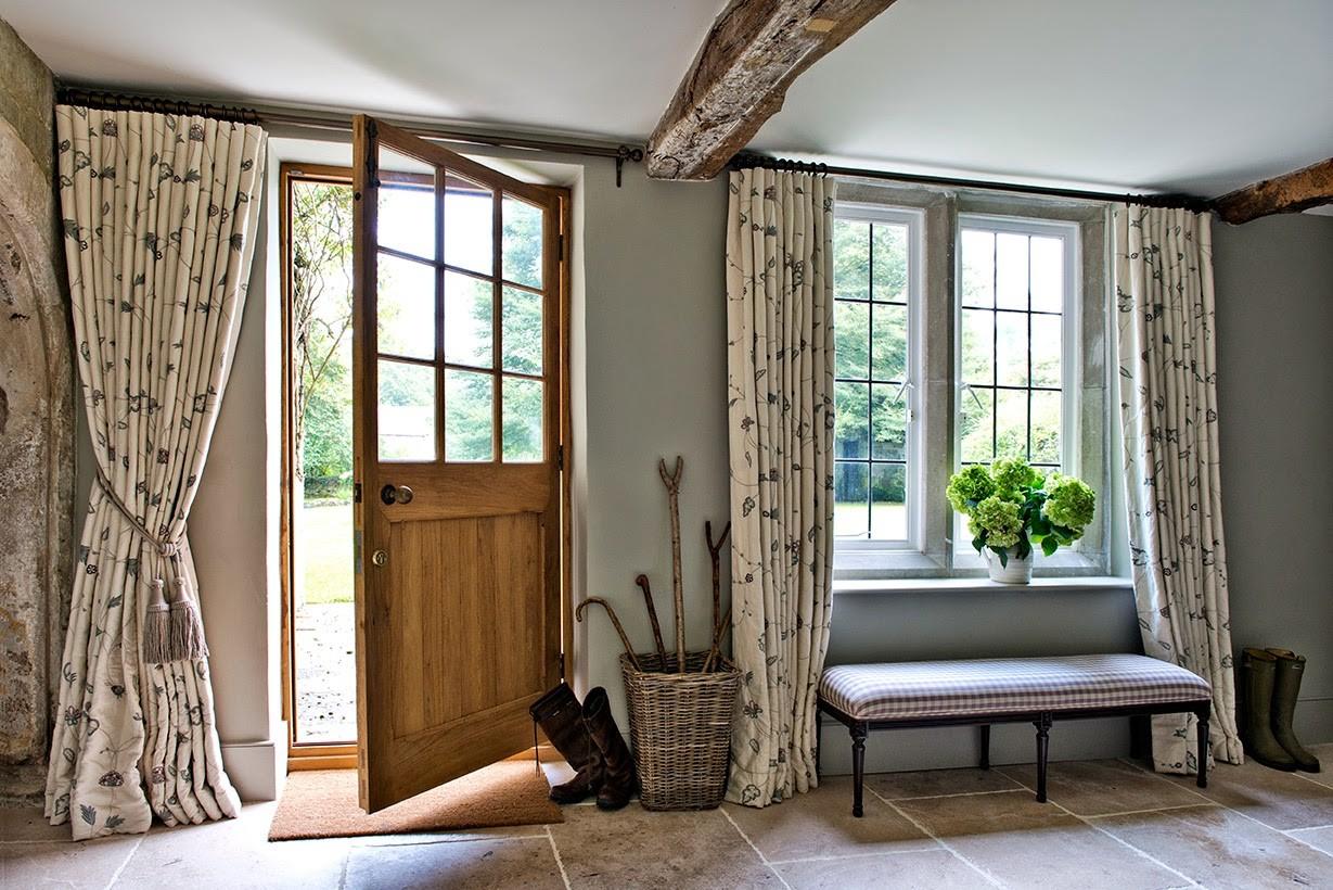 шторы в прихожей в частном доме интерьер