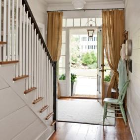 шторы в прихожей в частном доме оформление фото