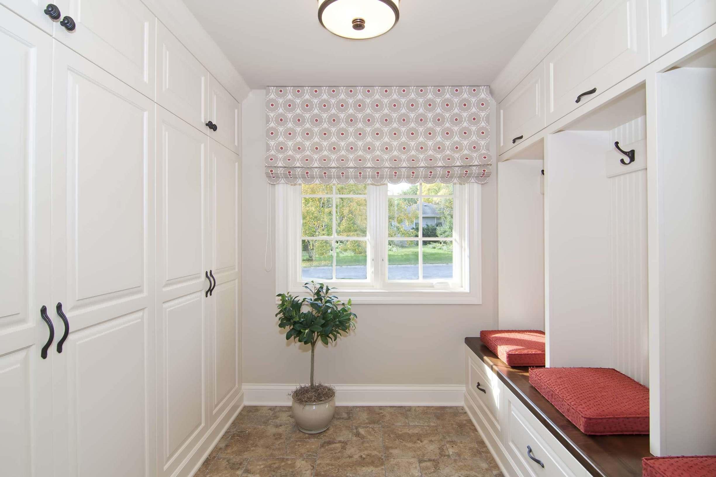 шторы в прихожей в частном доме оформление