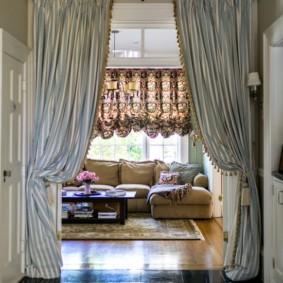 шторы в прихожей в частном доме варианты
