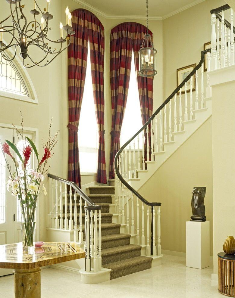 бандажное платье шторы на лестницу в доме фото была