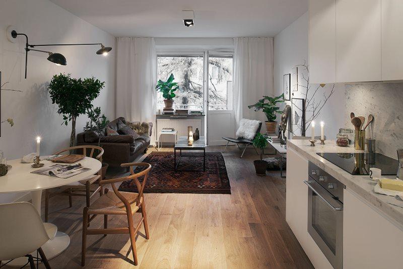 Вытянутая комната с балконом в скандинавском стиле