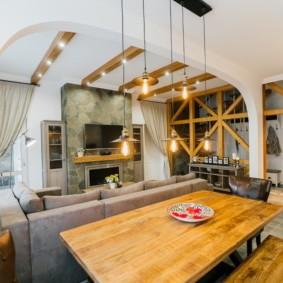 Деревянная столешница обеденного стола