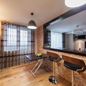 Барная стойка в перегородке кухни-гостиной