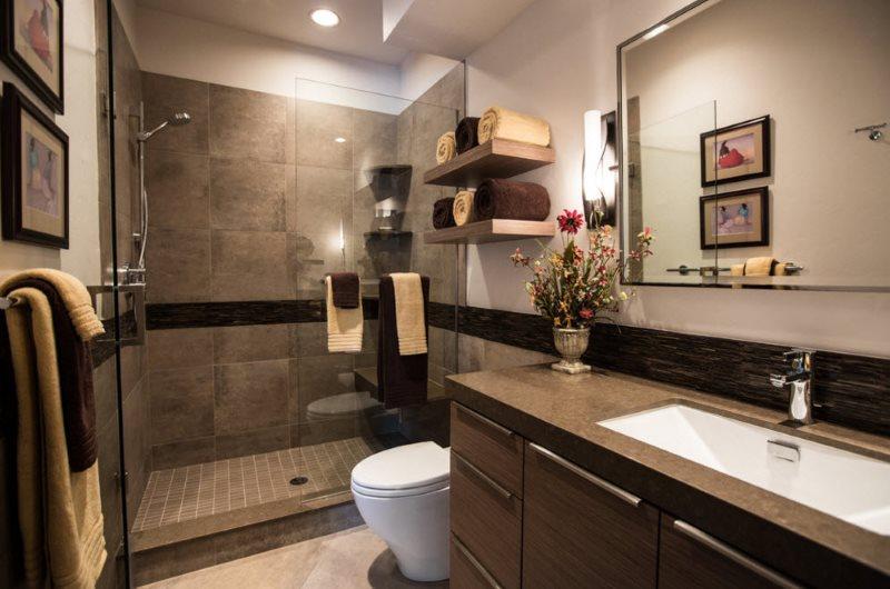 Интерьер туалета с душем в современном стиле