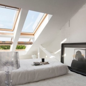 спальня на мансарде интерьер фото