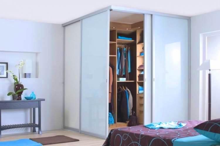 спальня с угловым шкафом купе дизайн