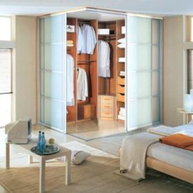 спальня с угловым шкафом купе фото интерьер