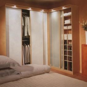 спальня с угловым шкафом купе оформление фото