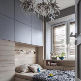 шкафы над кроватью в спальне дизайн идеи