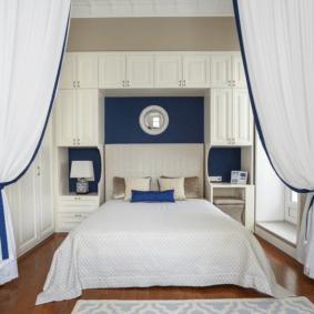 шкафы над кроватью в спальне идеи декор