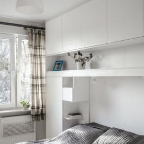 шкафы над кроватью в спальне идеи интерьер
