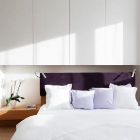 шкафы над кроватью в спальне идеи оформление