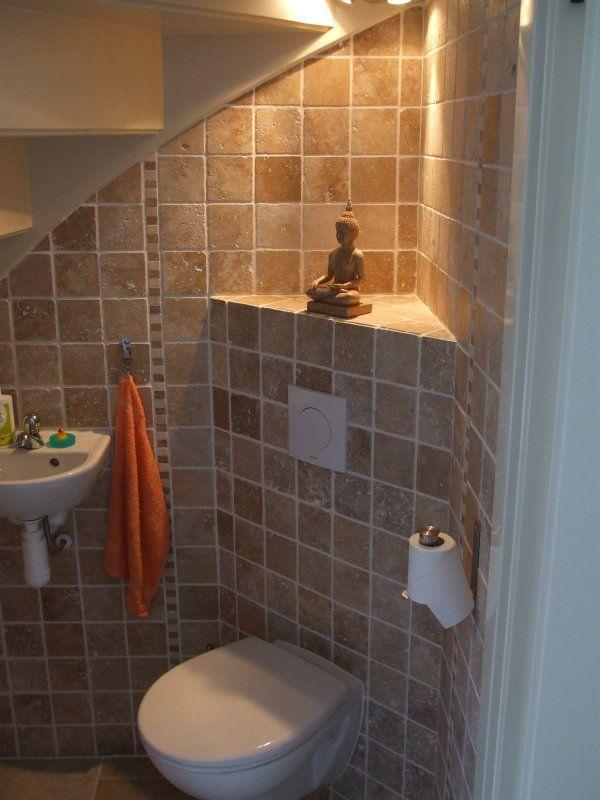 Декор туалета под лестницей своими руками