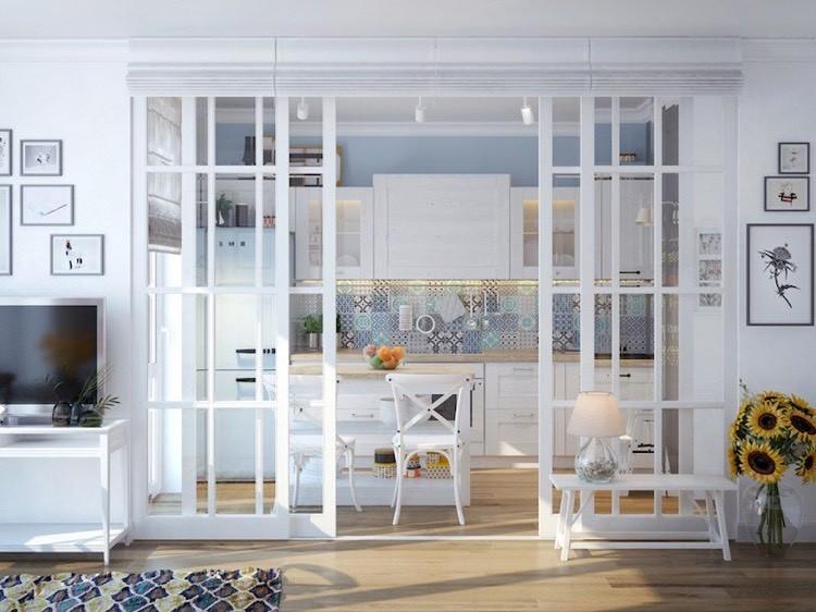 Раздвижная перегородка из стекла между кухней и гостиной