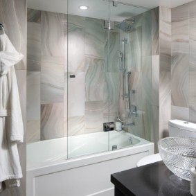 раздвижные шторки для ванной идеи интерьер