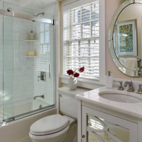 раздвижные шторки для ванной интерьер