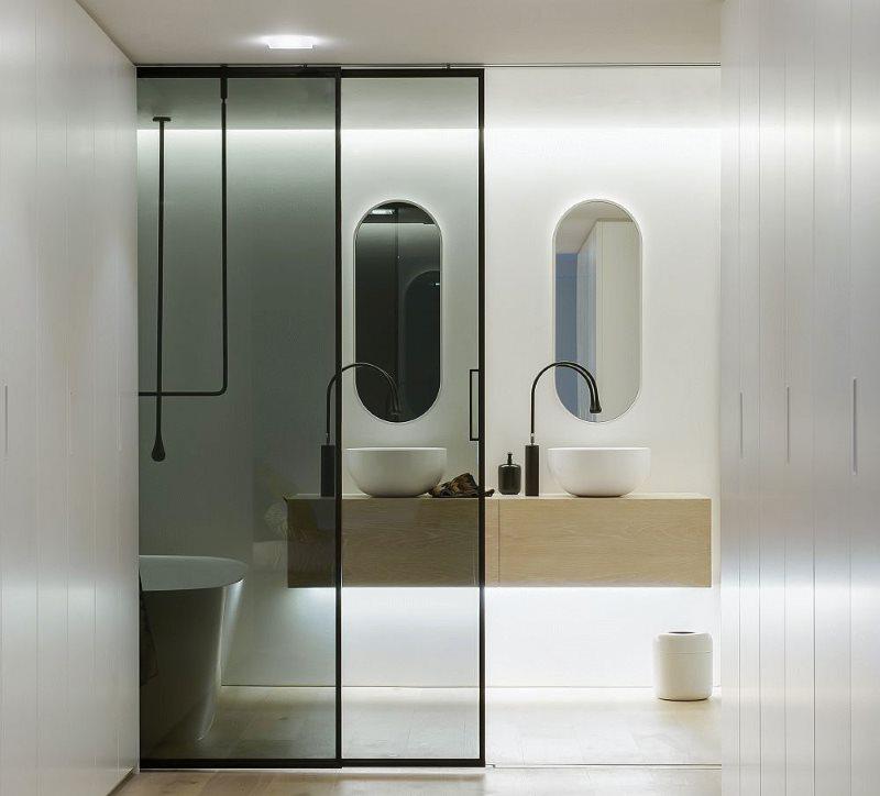 Полупрозрачные двери в ванную комнату