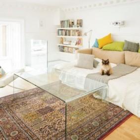 спальня-гостиная 18 кв.м. стеклянная мебель