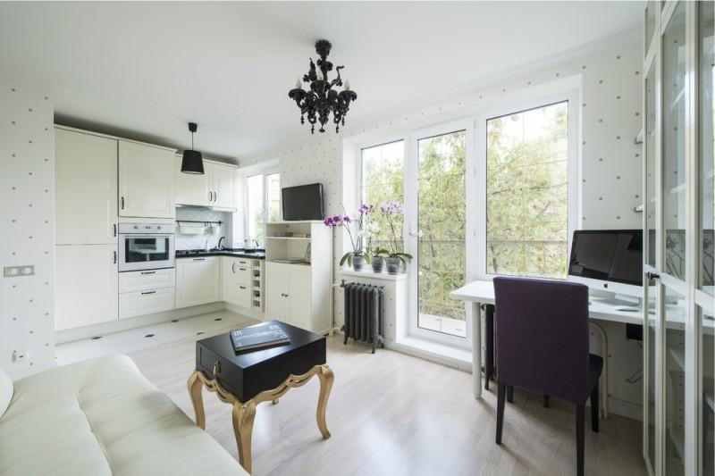 Белая отделка кухни-гостиной с балконом