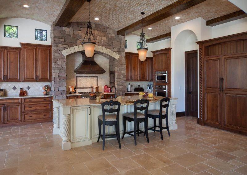 Керамическая отделка сводчатого потолка кухни
