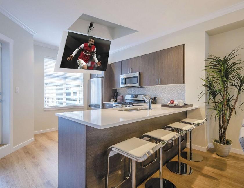 телевизор на кухне в потолочной нише