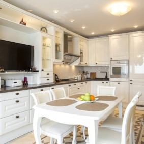 телевизор на кухне фото видов