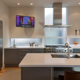 телевизор на кухне обзор фото