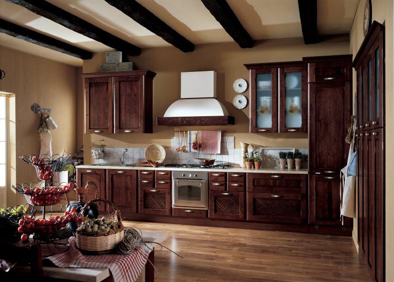 Итальянский гарнитур с темными фасадами из дерева