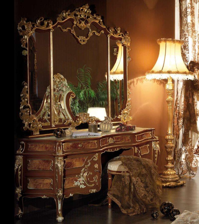 Красивый туалетный столик в стиле барокко