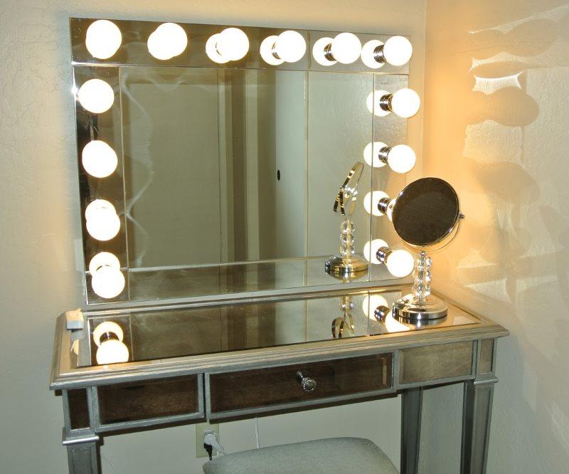 Туалетный столик с подсветкой светодиодными лампами