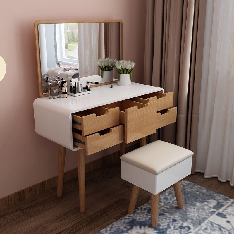 Туалетный столик для современной женщины