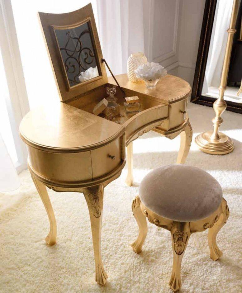 Деревянный туалетный столик в классическом стиле