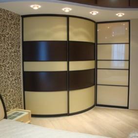 угловой шкаф купе в спальню дизайн фото