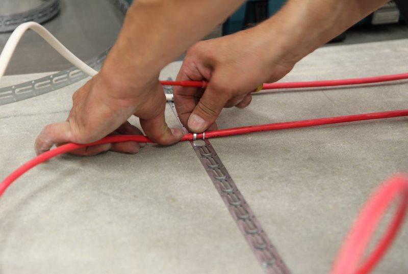 Закрепление нагревательного кабеля электрического теплого пола